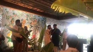 Ранвир Сингх и Арджун Капур поздравляют молодоженов