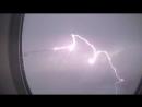 удар молнии в крыло самолета