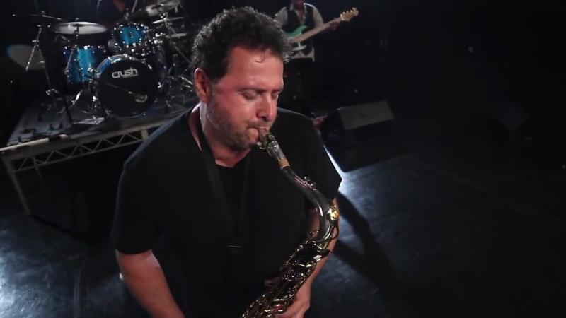 Джазовый саксофонист Ричард Эллиот.