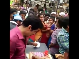 Birthday celebration at Saamy Square shooting spot | Chiyaan Vikram - 3