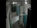 Женщина устроила туалет в подъезде. Якутск