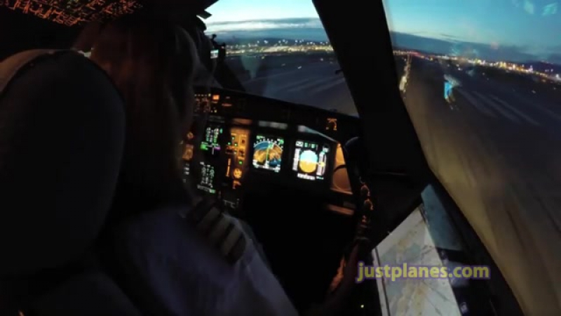 Take off Airbus A 320 from runway 28L
