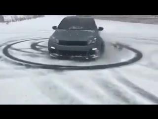 Наваливаем на заряжённом VW Golf