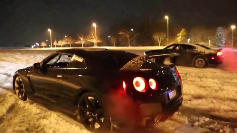 Nissan GT R и великолепный выхлоп