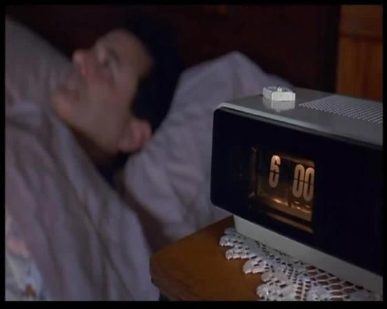 Модель flip-clock в металлическом корпусе – раритет, который легко узнают поклонники голливудского фильма «день сурка».