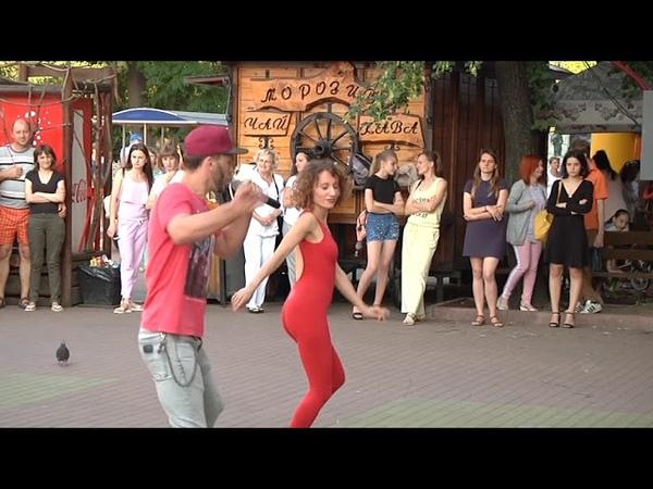 Вуличні танці хмельничани танцювали бачату та кізомбу