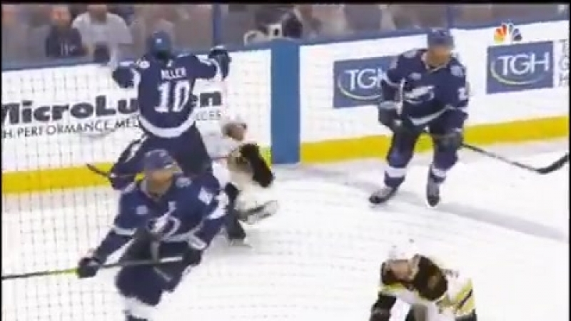 Injure David Backes42 (game 5,round 2 play-off 17-18,Boston Bruins-Tampa Bay Lightning.
