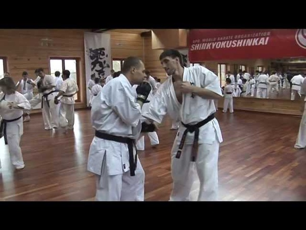 Foot sweep (Ashi barai 足払い) in kumite of Kyokushin karate