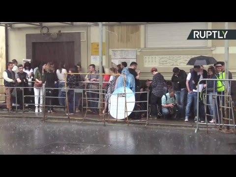ЦеЕвропа у посольства Украины в Москве проходит акция в поддержку Вышинского