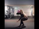 Сексуальная девушка Anna Nyström приседает с гирей на одной ноге. Красивая девочка. Супер упражнения, мотивация, тренировки