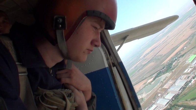 Братюня прыгает с парашютом первый раз