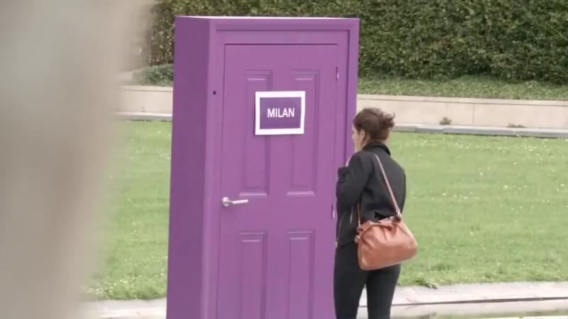В Париже установили дверь, через которую, можно заглянуть в другие Европейские города.