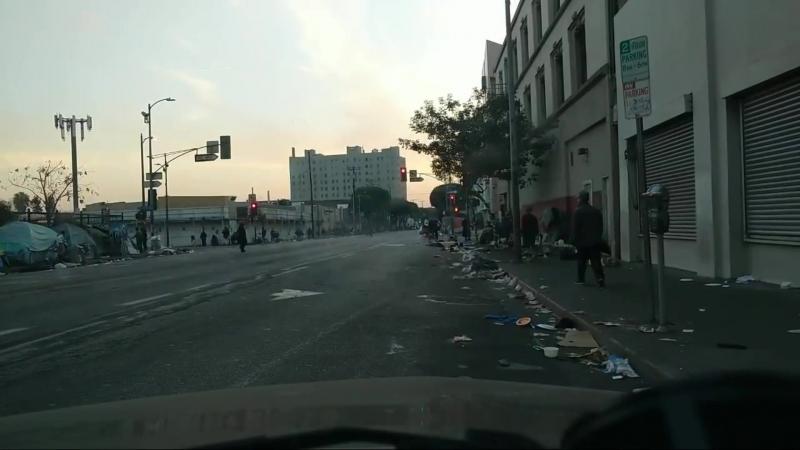 Выселенные должники по ипотеке и обманутые дольшики на улицах Лос-Анжелеса, Кали