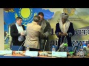 Экс-чемпион мира по боксу Рой Джонс-младший примерил казахский чапан
