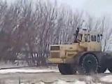 У нас в России!, Пять тракторов К700 тащат стог сена по земле