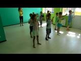 Утренний танец-зарядка в летнем лагере