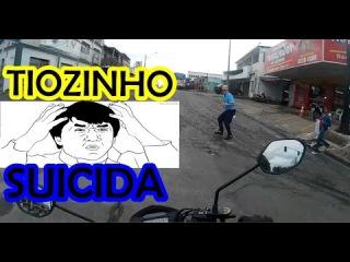 LEO DA TITAN / O pedestre ía ser atropelado susto do karamba