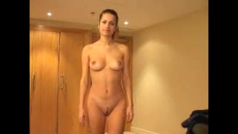 смущенные голые женщины фото