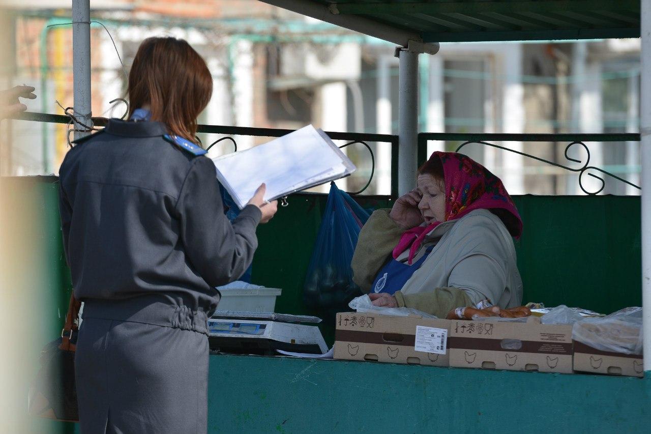 Ветинспекторы Аксайского района проверили рынок выходного