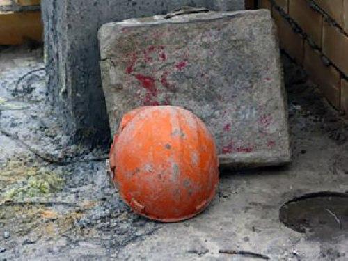 В Таганроге рабочий сорвался со строящегося дома