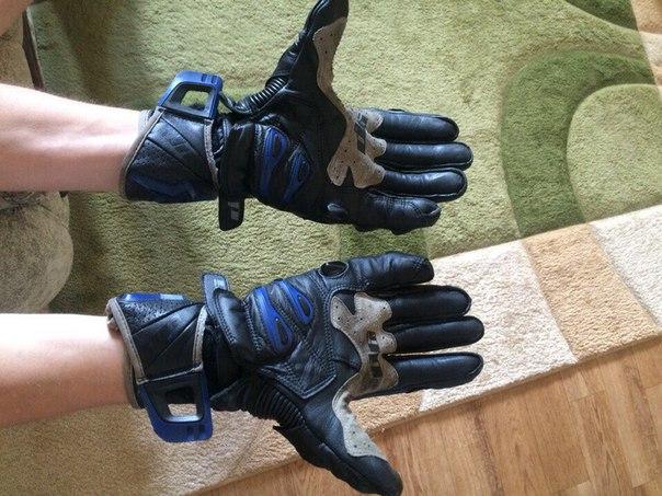 Продам перчатки альпинстарс . Цена 3000 руб