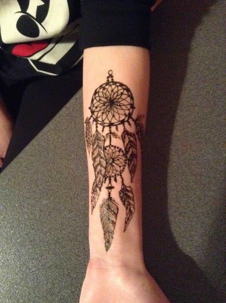 Татуировки для девушек на руке 40