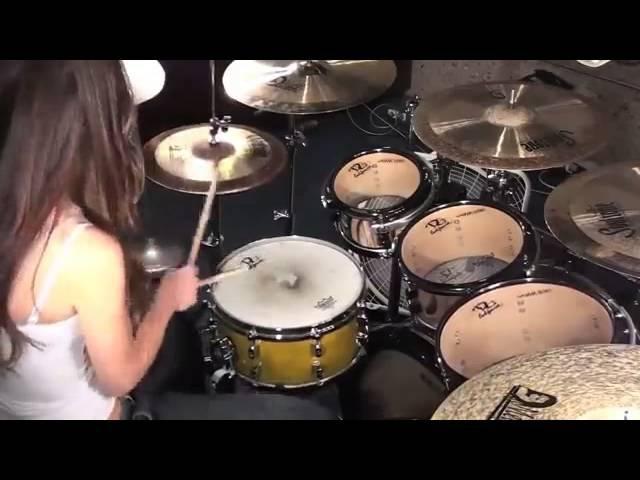 Шикарная игра на барабанах