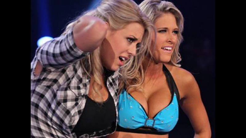 SmackDown: Kelly Kelly vs. Michelle McCool