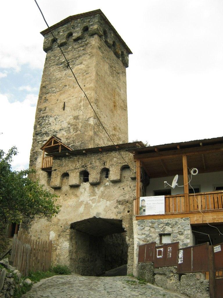 Одна из многочисленных башен в Местиа.
