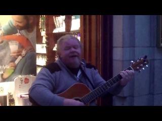 Уличный музыкант великолепно исполнил легендарный хит Scorpions «Wind of Change»