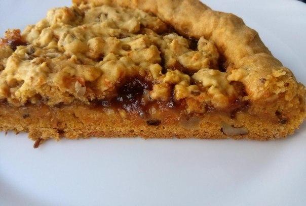 пирог тертый с орехами