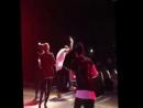 Мбэнд обливают водой Владислава Рамм прямо на сцене,на концерте