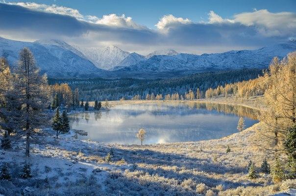 Морозный рассвет на озере Киделю, Республика Алтай. Автор фото: Светлана Казина