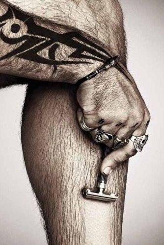 картинка як мужик бриє ноги