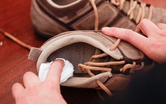 Чтобы избавиться от неприятного запаха в обуви, обильно протрите вн.  В природе встречаются такие мужчины, которые...