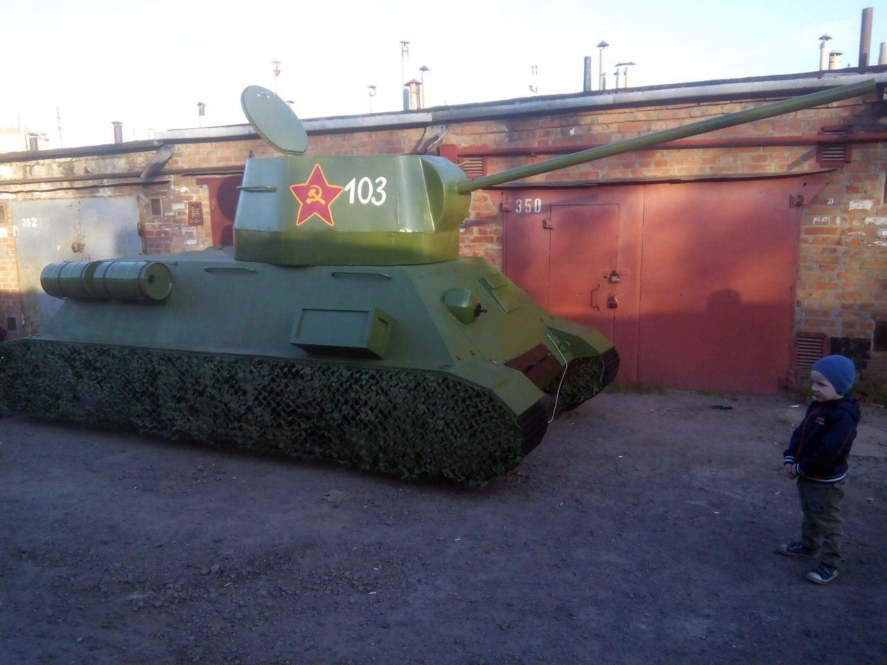 В Таганроге на продажу выставили танк