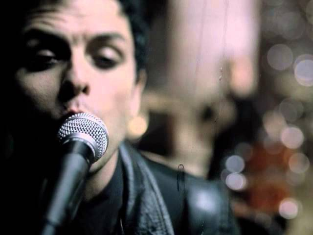 Green Day Boulevard Of Broken Dreams - [Official Video]