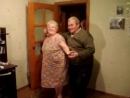 Дедушка с бабушкой танцуют. Так мило