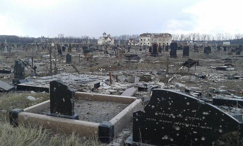 Кладбище у аэропорта. Фото Максим Шевченко