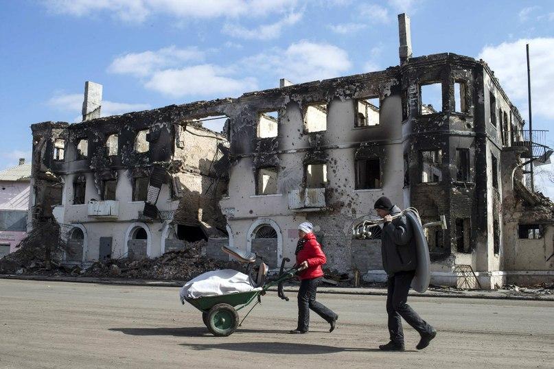 В Углегорске снова жизнь. Фото Ройтерс
