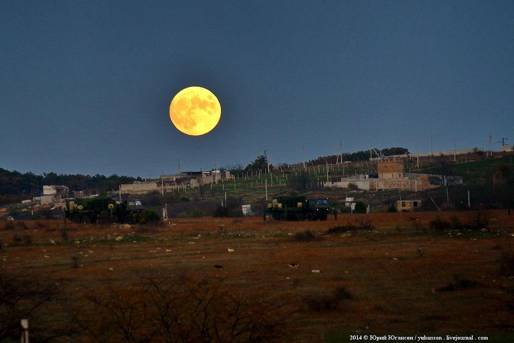 А потом взошла луна. <br>Фиолент, 6.11.2014г.<br>Фото: Юрий Югансон<br>#фиолент@pro_sevas #луна@pro_sevas