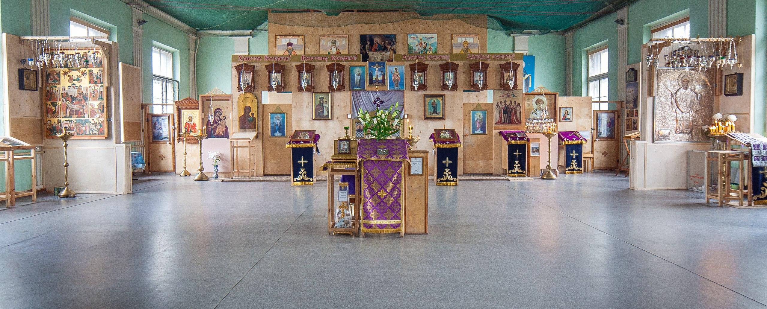Домовая церковь святителя Николая бывшей офицерской школы в городе Ломоносов (Ораниенбаум)