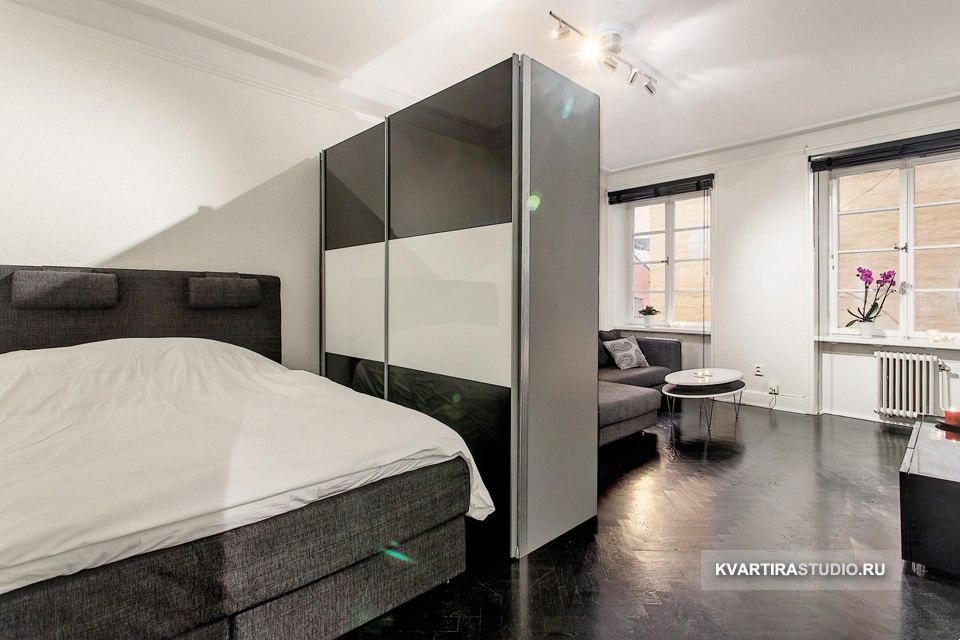Зонирование комнаты на гостиную и спальню шкафом.