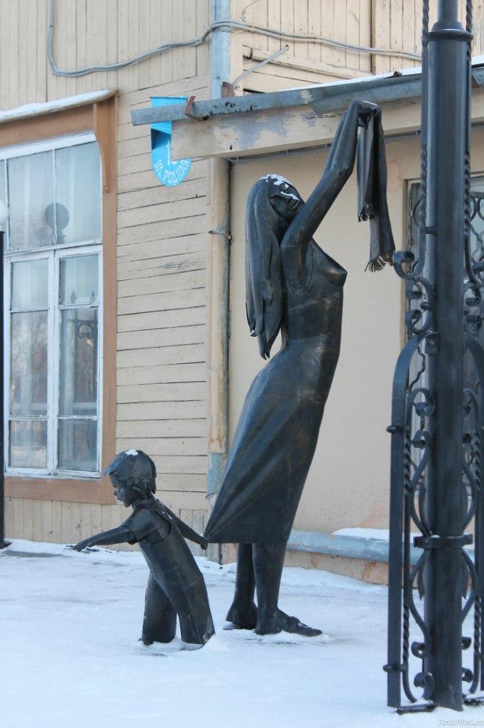Скульптуры в Березовском