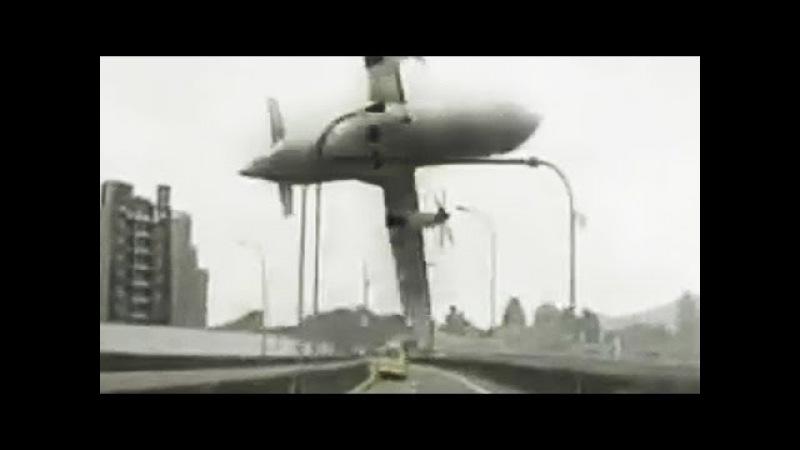 [CLOSE-UP] TransAsia Plane Crash-landing in River Caught on Dashcam (Feb 04, 2015)