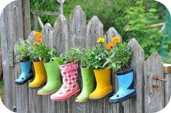 Дети- цветы жизни. Одни цветы из обуви выросли, другие в этой обуви будут произростать