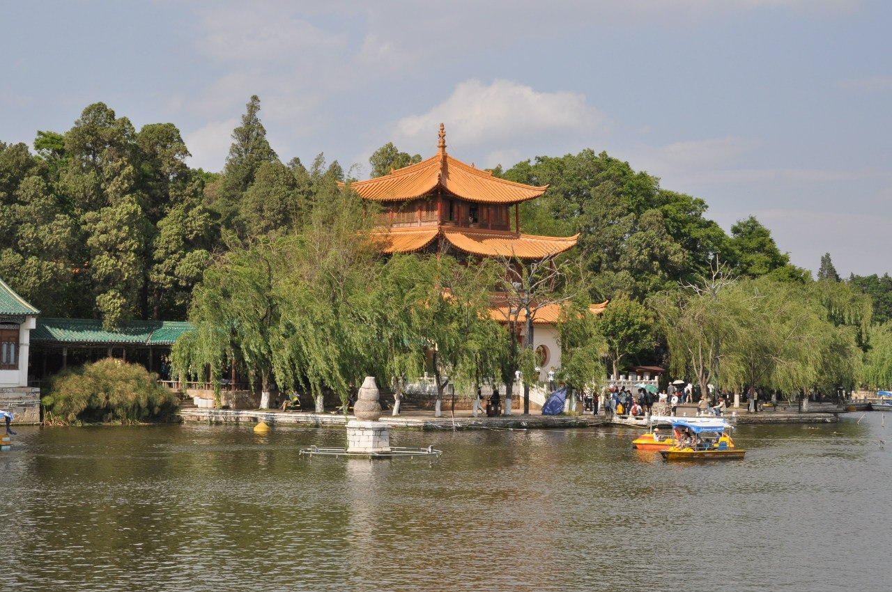 те самые парки, дворцы, храмы...