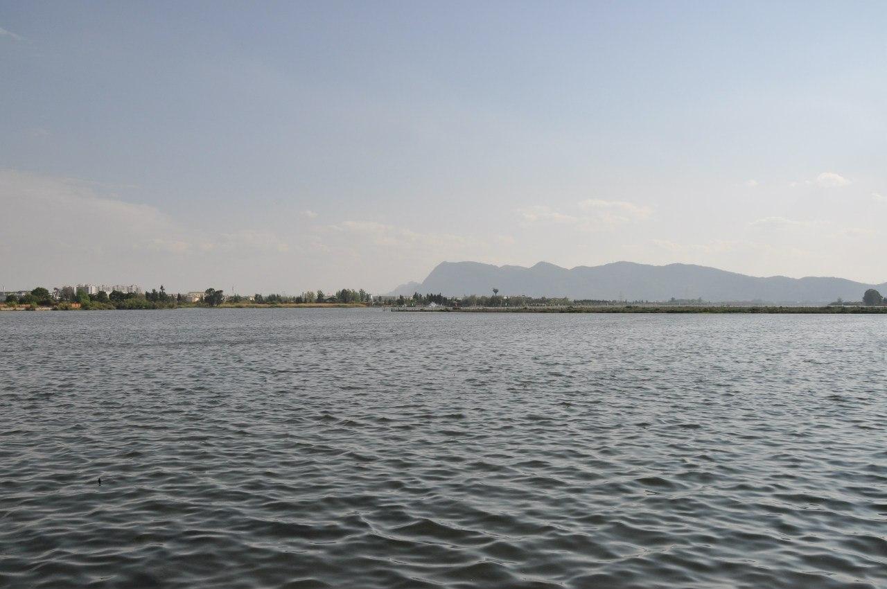 Озеро и Западные горы
