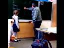 Маленькая школьница ударила учителя по яйцам Ю это ТЫ