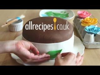 Как приготовить мастику горячим способом и украсить торт.